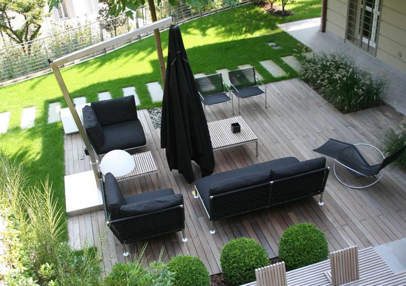 giardino con piscina design esterni : Il design per spazi esterni ha molto da offrire in fatto di oggetti ...